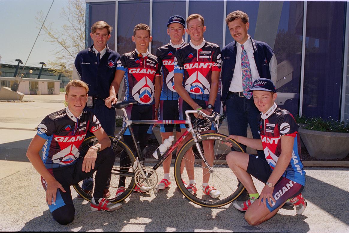 Heiko Salzwedel with the GIANT-AIS team. (Photo: Sport Australia)